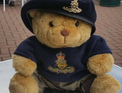 Bombardier Bear visits 12 Regt RA