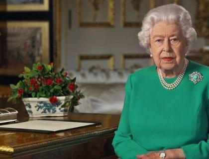 The Master Gunner St James's Park receives a reply from Her Majesty The Queen