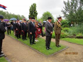 Brig Pountain and the Regt Col laying a wreath